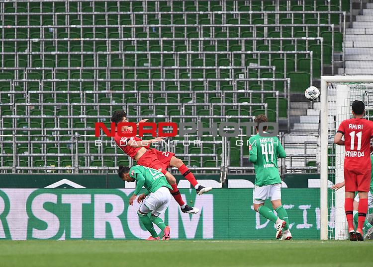 Tor 0:1: Kai Havertz (Leverkusen) trifft per Kopf gegen Theodor Gebre Selassie (Bremen).<br /><br />Sport: Fussball: 1. Bundesliga: Saison 19/20: 26. Spieltag: SV Werder Bremen - Bayer 04 Leverkusen, 18.05.2020<br /><br />Foto: Marvin Ibo GŸngšr/GES /Pool / via gumzmedia / nordphoto