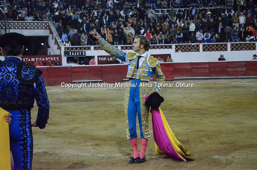 Quer&eacute;taro, Qro. 4 de febrero de 2017.- Aspectos de la corrida de Toros en la Plaza La Santa Mar&iacute;a con motivo del Centenario de la Constituci&oacute;n Mexicana. Al inicio de la corrida una persona salt&oacute; al ruedo con una cartulina y un texto en la espalda pidiendo &quot;respeto por los animales&quot;.<br /> <br /> Foto: Jackeline Medina/ Alma Torera/ Obture.