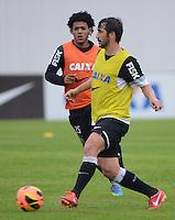 SÃO PAULO,SP, 25 Junho 2013 - Douglas  durante treino do Corinthians no CT Joaquim Grava na zona leste de Sao Paulo, onde o time se prepara  para o campeonato brasileiro. FOTO ALAN MORICI - BRAZIL FOTO PRESS