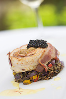 France, Gironde (33), bassin d'Arcachon, Arès, Tournedos de maigre du Bassin et Huîtres, riz sauvage aux légumes croquants et caviar de France recette d' Arnaud Chartier, restaurant Le Pitey  //   France, Gironde, Bassin d'Arcachon, Ares,  Tournedos lean Basin and oysters, wild rice with crunchy vegetables and caviar France  reciepe by  Arnaud Chartier, Le Pitey  Restaurant