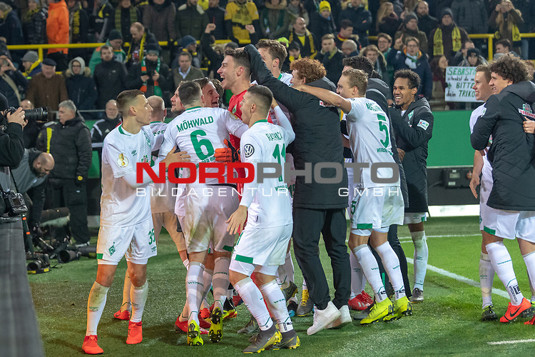 05.02.2019, Signal Iduna Park, Dortmund, GER, DFB-Pokal, Achtelfinale, Borussia Dortmund vs Werder Bremen<br /> <br /> DFB REGULATIONS PROHIBIT ANY USE OF PHOTOGRAPHS AS IMAGE SEQUENCES AND/OR QUASI-VIDEO.<br /> <br /> im Bild / picture shows<br /> <br /> Jubel der Mannschaft nach dem Sieg<br /> Maximilian Eggestein (Werder Bremen #35)<br /> <br /> wb01<br /> Milot Rashica (Werder Bremen #11)<br /> Ludwig Augustinsson (Werder Bremen #05)<br /> Joshua Sargent (Werder Bremen #19)<br /> <br /> Foto © nordphoto / Ewert