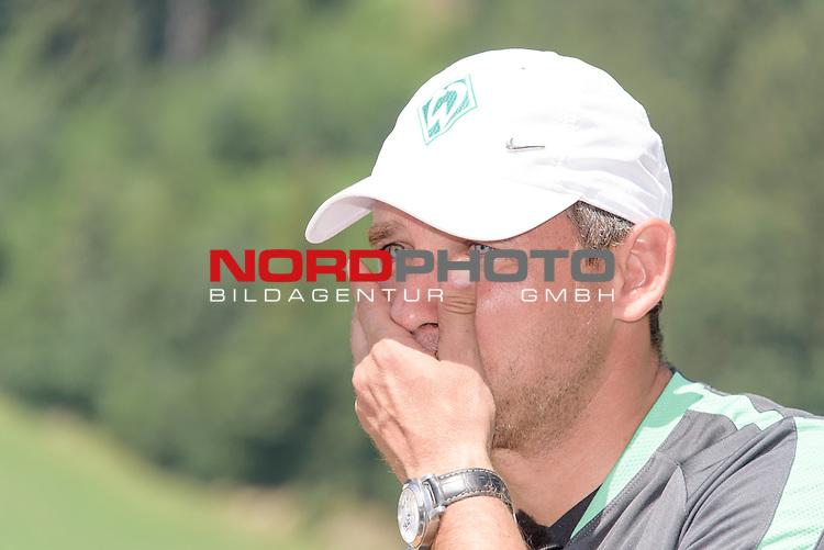 17.07.2015, Parkstadion, Zell am Ziller, AUT, TL Werder Bremen, Zell am Ziller, Zillertal 2015, <br /> <br /> im Bild<br /> Presserunde Abschlussgespr&auml;ch TL Trainingslager Zillertal <br /> Viktor Skripnik (Trainer Werder Bremen) <br /> Gestik, Mimik,<br /> Einzelaktion, Halbk&ouml;rper / Halbk&ouml;rper, Querformat<br /> <br /> Foto &copy; nordphoto / Kokenge