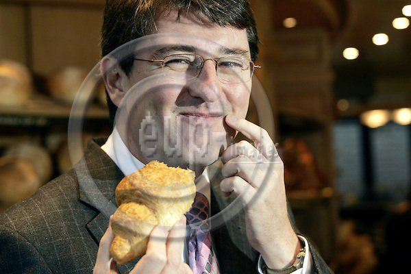 BRUSSELS - BELGIUM - 09 NOVEMBER 2006 -- Christian MACEK, an EU Institution official, who in-between tried the work as a baker, before returning to his former work as an official. -- PHOTO: JUHA ROININEN / EUP-IMAGES
