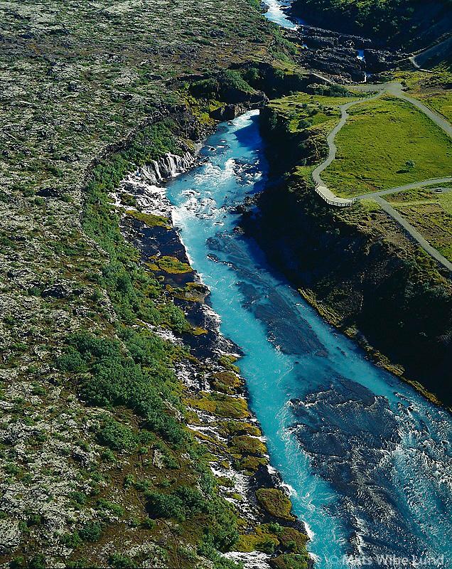 Hraunfossar, Hv&iacute;t&aacute;, loftmynd. Hv&iacute;t&aacute;rs&iacute;&eth;uhreppur.  /  <br /> Hraunfossar waterfalls coming from under the lavafield.<br /> River Hvita. Aerial.  The new territory name: Borgarbygg&eth; / Borgarbyggd