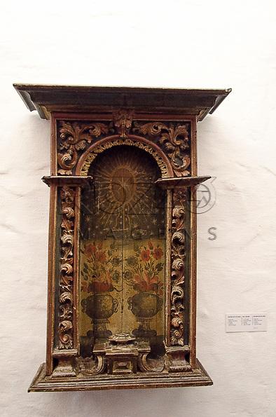 Oratório Raso de Parede, madeira policromada, século XVII, Portugual. Acervo do Museu de Arte Sacra de São Paulo, São Paulo - SP, 02/2013.