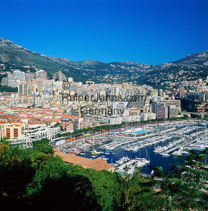 Monaco, Monte-Carlo: view over city and harbour | Monaco, Stadtteil Monte-Carlo: Stadtansicht