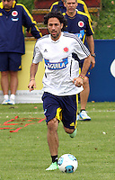 BOGOTA - COLOMBIA--24-05 -2013 :   Mario Alberto Yepes durante el  entrenamiento de la selección Colombia de fútbol de mayores en el estadio El Campincito antes de su encuentro con la selección de Argentina en Buenos Aires . (Foto: VizzorImage / . Mario Alberto Yepes in action. Training Colombia soccer team over at El Campincito before his encounter with the selection of Argentina in Buenos Aires....VizzorImage / Felipe Caicedo / Staff
