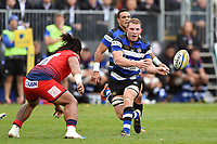 Sam Underhill of Bath Rugby passes the ball. Aviva Premiership match, between Bath Rugby and Worcester Warriors on October 7, 2017 at the Recreation Ground in Bath, England. Photo by: Patrick Khachfe / Onside Images