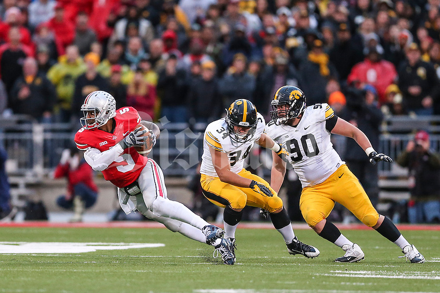 Ohio State Buckeyes quarterback Braxton Miller (5) runs from Iowa Hawkeyes defenders during Saturday's game in Columbus, Ohio on Saturday, Oct. 19, 2013. (Jabin Botsford / The Columbus Dispatch)