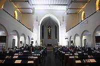 Zahlreiche Besucher im Innenraum der Stadtkirche - Gross-Gerau 01.10.2016: Musical Benefizshow für BIA Foundation für Kinder in Nepal in der Groß-Gerauer Stadtkirche