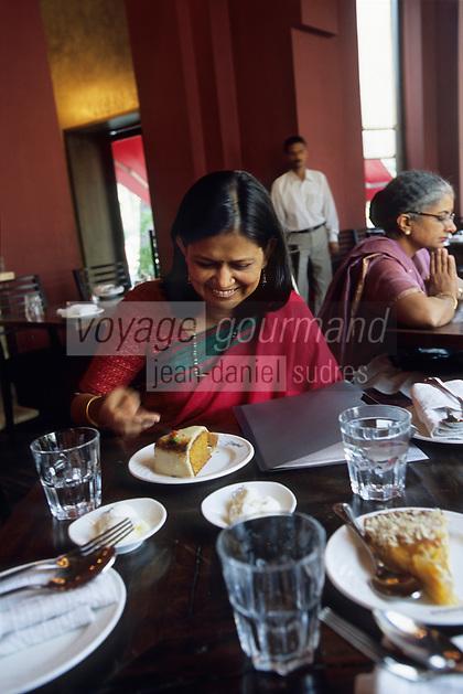 """Asie/Inde/Maharashtra/Bombay: Chez """"Moshe"""" salon de thé-café-restaurant"""