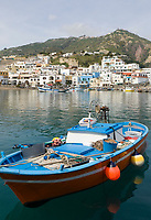 ITA, Italien, Kampanien, Ischia, vulkanische Insel im Golf von Neapel, Blick auf Sant' Angelo, Hafen | ITA, Italy, Campania, Ischia, volcanic island at the Gulf of Naples, view at Sant' Angelo, harbour