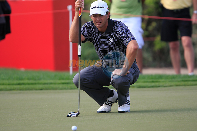 Retief Goosen lines up his putt on the 13th green during Thusday Day 1 of the Abu Dhabi HSBC Golf Championship, 20th January 2011..(Picture Eoin Clarke/www.golffile.ie)