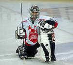 Eishockey, DEL, Deutsche Eishockey Liga 2003/2004 , 1.Bundesliga Arena Nuernberg (Germany) Nuernberg Ice Tigers - Iserlohn Roosters (7:2) Alfie Michaud (IceTigers) beim Aufwaermen