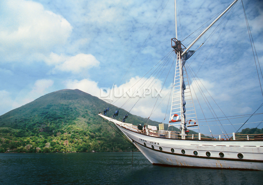 The pinisi liveaboard Indo Jiwa in the lee of Gunung Api, Banda, Maluku, Indonesia