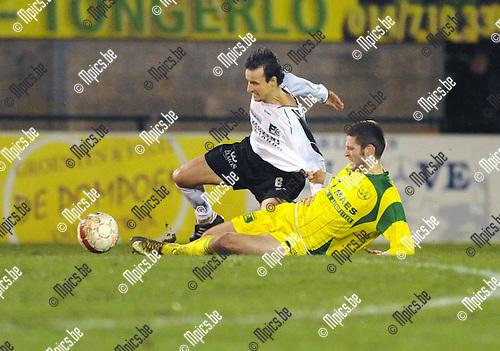 2012-01-21 / Voetbal / seizoen 2011-2012 / Oosterzonen - Witgoor Dessel / Garry De Graef (L, Oosterzonen) met Llapashtica..Foto: Mpics.be