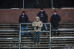 Uppsala 2014-01-12 Bandy  IK Sirius - GAIS Bandy :  <br /> Ett f&aring;tal Sirius publik supportrar ser p&aring; matchen fr&aring;n V&auml;stra l&auml;ktaren p&aring; Studenternas IP<br /> (Foto: Kenta J&ouml;nsson) Nyckelord:  supporter fans publik supporters