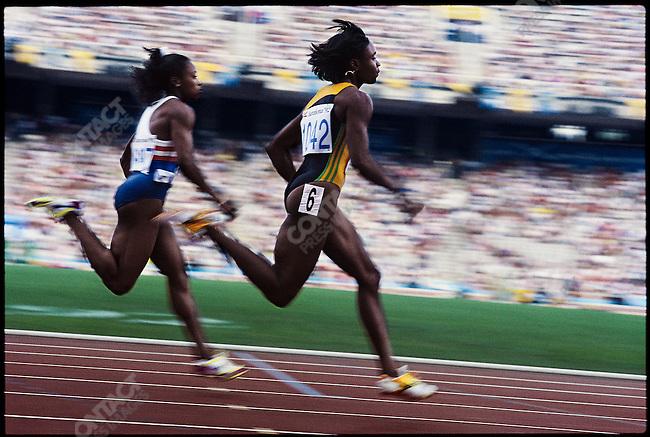 100m, women, Gail Devers (USA) and Juliet Cuthbert (Jamaica), Summer Olympics, Barcelona, Spain, August 1992