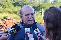 Piracicaba, 02 de julho de 2013 - ACIDENTE ANEL VIÁRIO - Luiz Antônio de Medeiros, Secretário de Relações do Trabalho, no Ministério do Trabalho, fala sobre as investigações da queda da estrutura, em Piracicaba (SP), nesta terça-feira (2). A estrutura de ponte que está sendo construída sobre o rio de mesmo nome da cidade de Piracicaba (SP), e que faz parte do anel viário, na Rodovia Laércio Corte, SP 147, que liga Piracicaba à Limeira, desabou nesta segunda-feira (01). Dez funcionários da obra caíram na água.( FOTO: Mauricio Bento / Brazil Photo Press )
