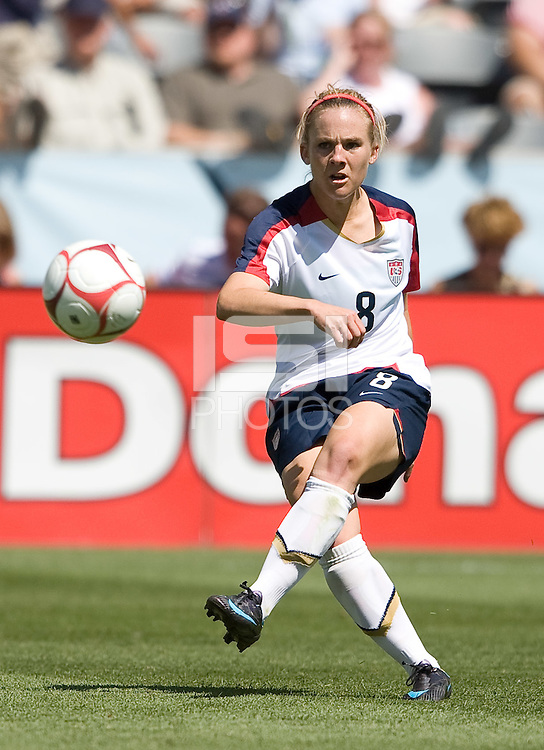 Amy Rodriquez passes the ball,.USA 1-0 over Brazil, Dick's Sporting Goods Park, Commerce City, Co, Sunday, July 13, 2008.