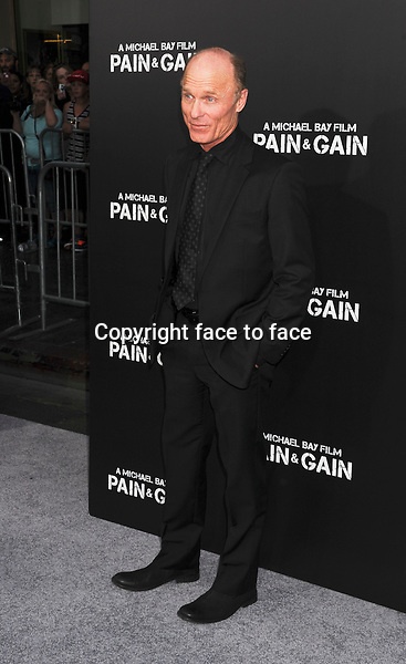 HOLLYWOOD, CA- APRIL 21: Actor Ed Harris attends the 'Pain & Gain' premiere held at TCL Chinese Theatre on April 22, 2013 in Hollywood, California...Credit: Mayer/face to face..- No Rights for USA, Canada and France -