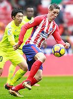 Atletico de Madrid's Fernando Torres (r) and Getafe CF's Gaku Shibasaki during La Liga match. January 6,2018. (ALTERPHOTOS/Acero) /NortePhoto.com NORTEPHOTOMEXICO