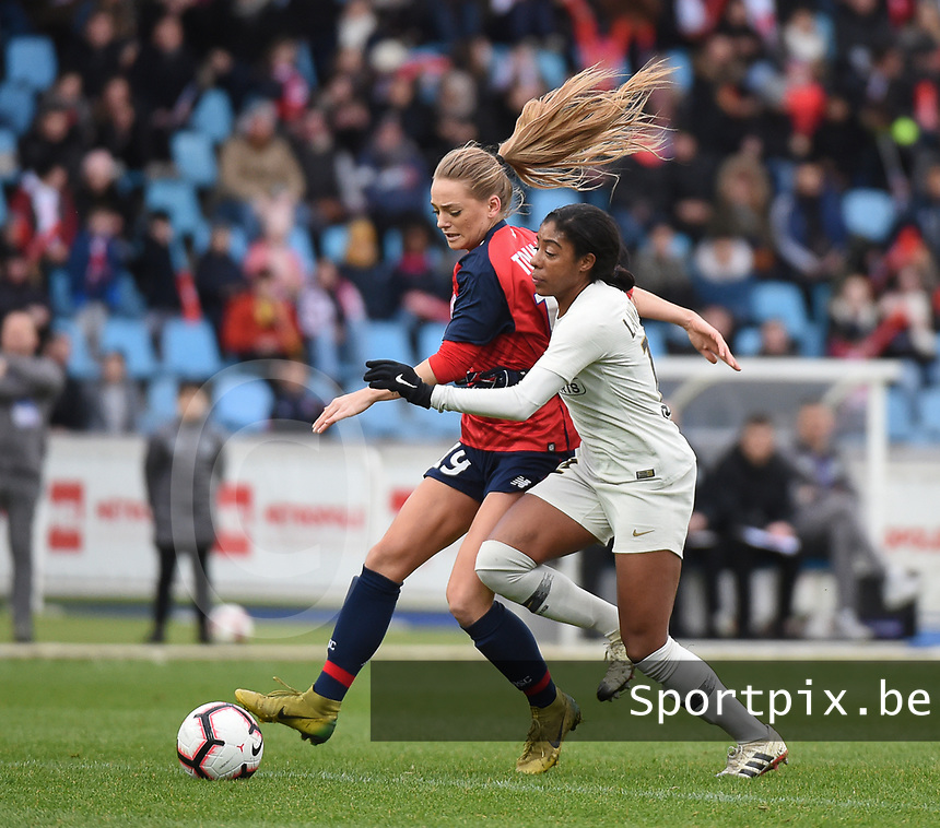 20190113 - LILLE , FRANCE : LOSC's Danielle Tolmais (L) and PSG's Ashley Lawrence (R) pictured during women soccer game between the women teams of Lille OSC and Paris Saint Germain  during the 16 th matchday for the Championship D1 Feminines at stade Lille Metropole , Sunday 13th of January 2019,  PHOTO Dirk Vuylsteke | Sportpix.Be