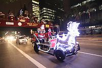 SAO PAULO, SP, 10.12.2013 - INAUGURAÇAO PALCO DE NATAL AVENIDA PAULISTA - Inauguracao do Palco do Natal Iluminado na Avenida Paulista na regiao sul da cidade de São Paulo. (Foto: Vanessa Carvalho/ Brazil Photo Press).