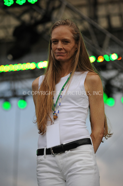 WWW.ACEPIXS.COM . . . . . ....April 25 2010, Washington DC....Suzy Amis at the Climate Rally on the National Mall on April 25, 2010 in Washington, DC. ....Please byline: KRISTIN CALLAHAN - ACEPIXS.COM.. . . . . . ..Ace Pictures, Inc:  ..(212) 243-8787 or (646) 679 0430..e-mail: picturedesk@acepixs.com..web: http://www.acepixs.com