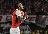BOGOTÁ - COLOMBIA, 17-12-2017: Wilson Morelo jugador de Santa Fe celebra después de anotar gol al Millonarios durante el encuentro entre Independiente Santa Fe y Millonarios por la final vuelta de la Liga Aguila II 2017 jugado en el estadio Nemesio Camacho El Campin de la ciudad de Bogotá. / Wilson Morelo player of Santa Fe celebrates after scoring a goal to Millonarios during match between Independiente Santa Fe and Millonarios for the second leg final of the Aguila League II 2017 played at the Nemesio Camacho El Campin Stadium in Bogota city. Photo: VizzorImage/ Gabriel Aponte / Staff