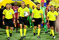IBAGUE-COLOMBIA, 13-11-2019: Carlos Ortega, arbitro durante partido de la fecha 2 de los cuadrangulares semifinales entre Deportes Tolima y Atlético Nacional, por la Liga Águila II 2019 entre Deportes Tolima y Atlético Nacional,  jugado en el estadio Manuel Murillo Toro de la ciudad de la ciudad de Ibague. / Carlos Ortega, referee during a match of the 2 date of the semifinals quarter finals between Deportes Tolima and Atletico Nacional, for the Aguila Leguaje II 2019  played at Manuel Murillo Toro stadium in Ibague city. Photo: VizzorImage / Juan Carlos Escobar / Cont.