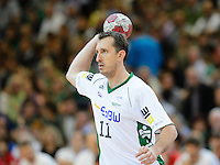 Drasko Mrvaljevic (FAG) wirft, zieht ab