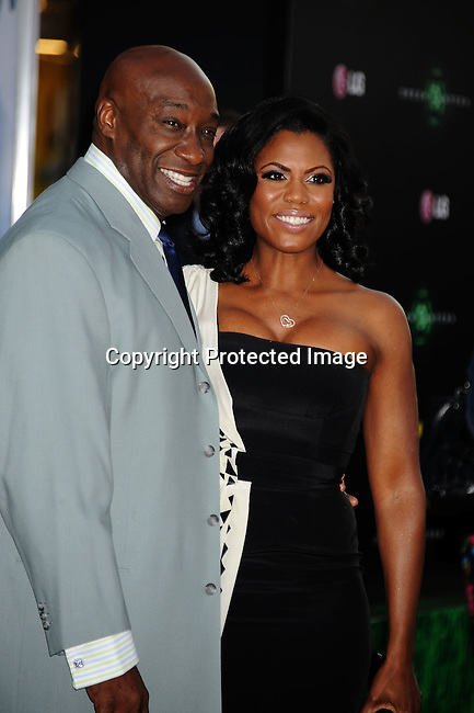 "HOLLYWOOD, {CA} -JUNE 15: Michael Clarke Duncan and Omarosa Manigault-Stallworth  attend the ""Green Lantern"" Los Angeles Premiere at Grauman's Chinese Theatre on June 15, 2011 in Hollywood, California."