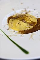 Europe/France/Rhone-Alpes/74/Haute-Savoie/Megève: Deux millimêtres de polenta et champignons sauvages hachès au couteau recette d' Emmanuel Renault  Restaurant: Flocons de Sel - Route de Rochebrune