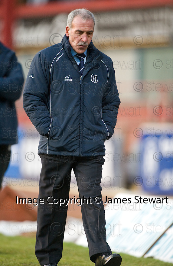 17/01/2010  Copyright  Pic : James Stewart.sct_jspa_13_dundee_v_dunfermline  .:: DUNDEE MANAGER JOCKY SCOTT ::.James Stewart Photography 19 Carronlea Drive, Falkirk. FK2 8DN      Vat Reg No. 607 6932 25.Telephone      : +44 (0)1324 570291 .Mobile              : +44 (0)7721 416997.E-mail  :  jim@jspa.co.uk.If you require further information then contact Jim Stewart on any of the numbers above.........