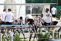 Spieler bereiten sich auf das Training vor - 05.06.2018: Training der Deutschen Nationalmannschaft zur WM-Vorbereitung in der Sportzone Rungg in Eppan/Südtirol