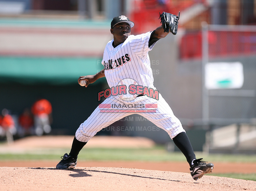 2007:  Eulogio De La Cruz of the Erie Seawolves delivers a pitch vs. the Bowie Baysox in Eastern League baseball action.  Photo by Mike Janes/Four Seam Images