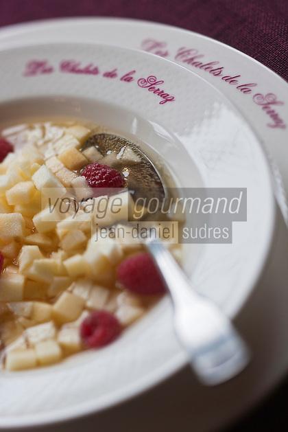 Europe/France/Rhône-Alpes/74/Haute-Savoie/La Clusaz: Soupe glacée aux fruitset au Biscantin de Serraval - cidre régional, Hôtel-Restaurant: Les Chalets de la Serraz
