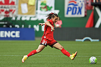 Portland, OR - Sunday, May 29, 2016: Portland Thorns FC forward Hayley Raso (21). The Portland Thorns FC and the Seattle Reign FC played to a 0-0 tie during a regular season National Women's Soccer League (NWSL) match at Providence Park.