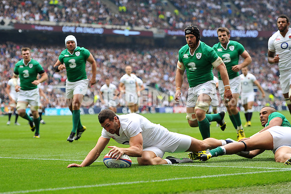 Jonny May of England scores the opening try of the match. QBE International match between England and Ireland on September 5, 2015 at Twickenham Stadium in London, England. Photo by: Patrick Khachfe / Onside Images