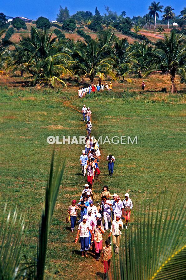 Aula agrícola em escola de campo. Cuba. 1984. Foto de Juca Martins.