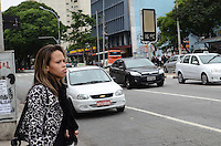 ATENCAO EDITOR: FOTO EMBARGADA PARA VEICULOS INTERNACIONAIS. SAO PAULO, SP, 26 DE NOVEMBRO DE 2012 - Paulistano vive manha de baixas temperaturas no Paraiso, regiao central da capital. A maxima hoje nao deve passar dos 22 graus.   FOTO: ALEXANDRE MOREIRA - BRAZIL PHOTO PRESS.
