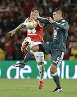 BOGOTÁ -COLOMBIA, 07-02-2016. Yeison Gordillo (Izq.) jugador de Santa Fe disputa el balón con Michael Rangel (Der.) jugador de Millonarios durante partido entre Independiente Santa Fe y Millonarios por la fecha 3 de la Liga Aguila I 2016  jugado en el estadio Nemesio Camacho El Campin de la ciudad de Bogota. / Yeison Gordillo (L) player of Santa Fe struggles for the ball with Michael Rangel (R) player of Millonarios during a match between Independiente Santa Fe and Cucuta Deportivo for the date 3 of the Liga Aguila I 2016 played at the Nemesio Camacho El Campin Stadium in Bogota city. Photo: VizzorImage/ Gabriel Aponte / Staff