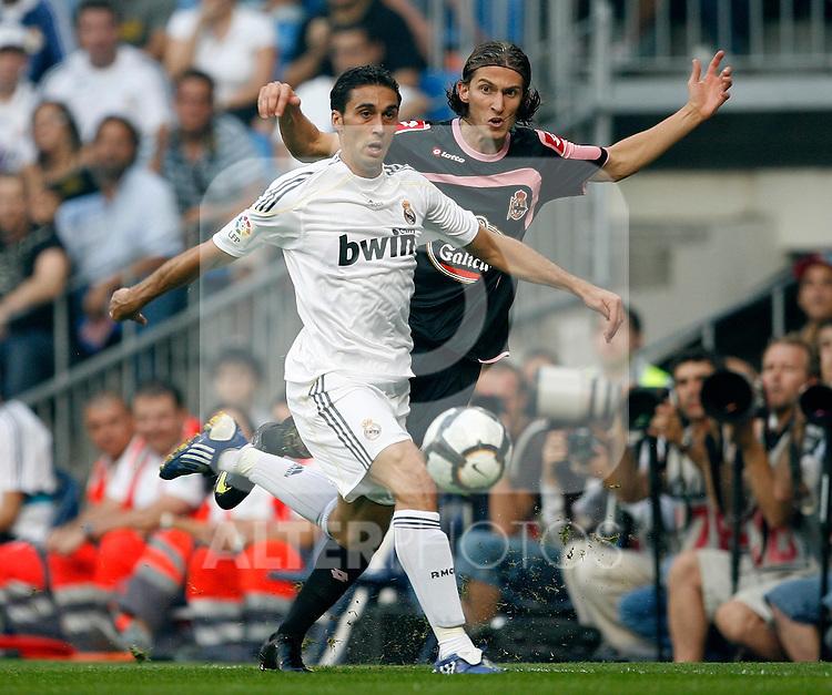 Real Madrid's Alvaro Arbeloa (l) and Deportivo de La Coruna's Filipe Luis during La Liga match.August 29 2009. (ALTERPHOTOS/Acero).