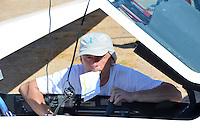 Segelflugzeug Quintus: DEUTSCHLAND 29.07.2012: Guy Bechtold vor seinem Europäischen Kontinentalrekord. Am 29.7. 2012 ist Guy Bechthold von Fuentemilanos aus gestartet und konnte seinen seit laengerem geplanten Flug verwirklichen. Er flog ein freies FAI Dreieck ueber 1116 km. Um den bestehenden Rekord einzustellen, musste er mehr als 1100km fliegen. Mann, Pilot, Segelflieger, Segelflugzeug vom Typ  Quintus, Motorsegler, Eigenstarter, Offene Klasse,  Abenteuer, fliegen, gleiten,  Glasfaser Kunststoff, Kohlefaser KFK, Bauweise der Zukunft, Vorbild fuer neue Verkehrsflugzeuge, Airbus A350 in aehnlicher Bauweise, Erben des Lilienthal,  ....