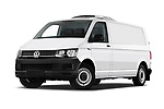 Stock pictures of low aggressive front three quarter view of a 2018 Volkswagen Transporter Base 4 Door Pick Up