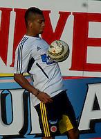 BARRANQUILLA, COLOMBIA - 19-03-2013: Fredy Guarin jugador de la Selección Colombia durante entreno en Barranquilla, marzo 19 de 2103. El equipo colombiano se prepara en Barranquilla para los partidos contra Bolivia el 22 de marzo y Venezuela el 26 de marzo, partidos clasificatorios a la Copa Mundial de la FIFA Brasil 2014. (Foto: VizzorImage / Luis Ramírez / Staff). Fredy Guarin player of the Colombian national team in action during a training session in Barranquilla on March 19, 2012. The Colombia team prepares for the games against Bolivia next March 23 and Venezuela on March 26, matchs qualifying for the FIFA World cup Brazil 2014. (Photo: VizzorImage / Luis Ramirez/ Staff)