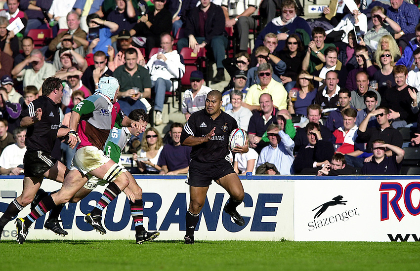 Photo Richard Lane..Harlequins v Newcastle.Zurich Premiership .Twickenham. 30.09.2000.Inga Tuigamala flying down the wing in front of a packed Quins crowd.