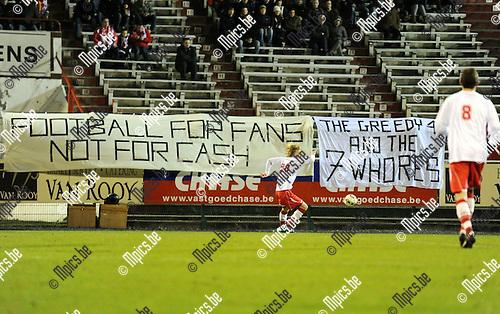 2011-03-03 / Seizoen 2010-2011 / Voetbal / R Antwerp FC - FC Verbroedering Dender EH / De fans geven via spandoeken hun mening te kennen..Foto: mpics