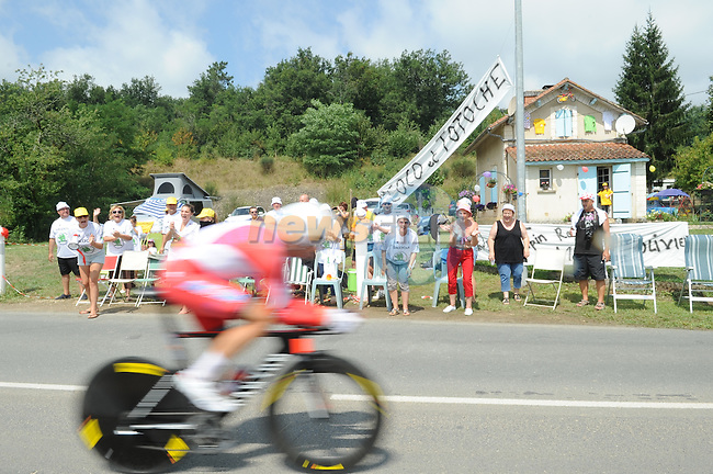 Fans cheer on the riders during Stage 20 Individual Time Trial of the 2014 Tour de France running 54km from Bergerac to Perigueux. 25th July 2014.<br /> Photo ASO/G.Demouveaux/www.newsfile.ie